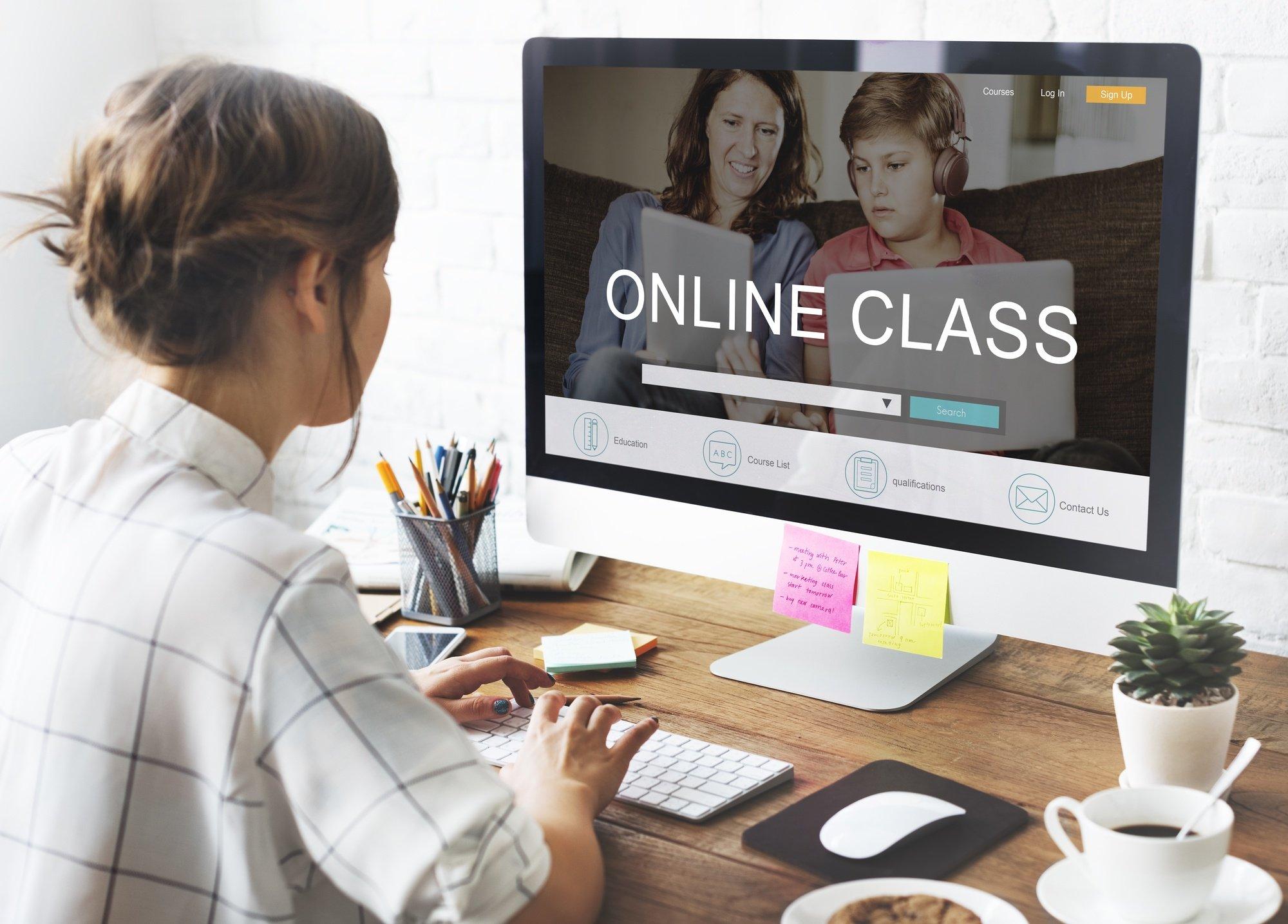 Academia Română: Educația on-line – suport pentru performanță