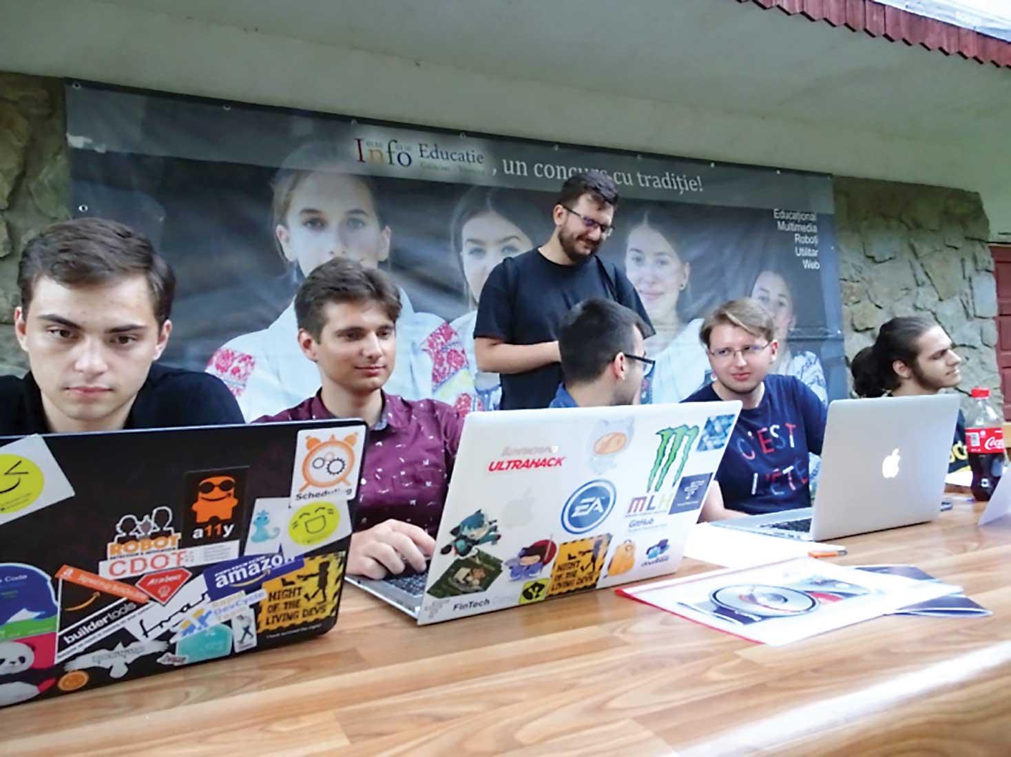 AcadNet și InfoEducație online. Programare la superlativ.