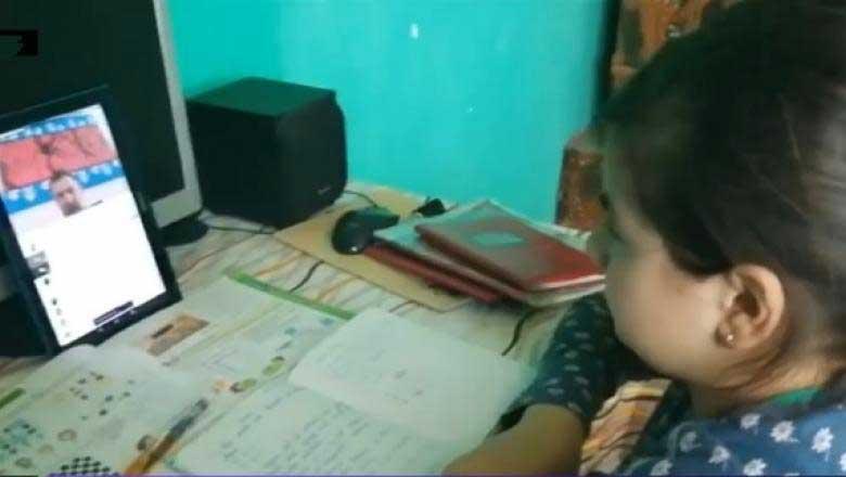 Încă 15 școli din București, exclusiv online