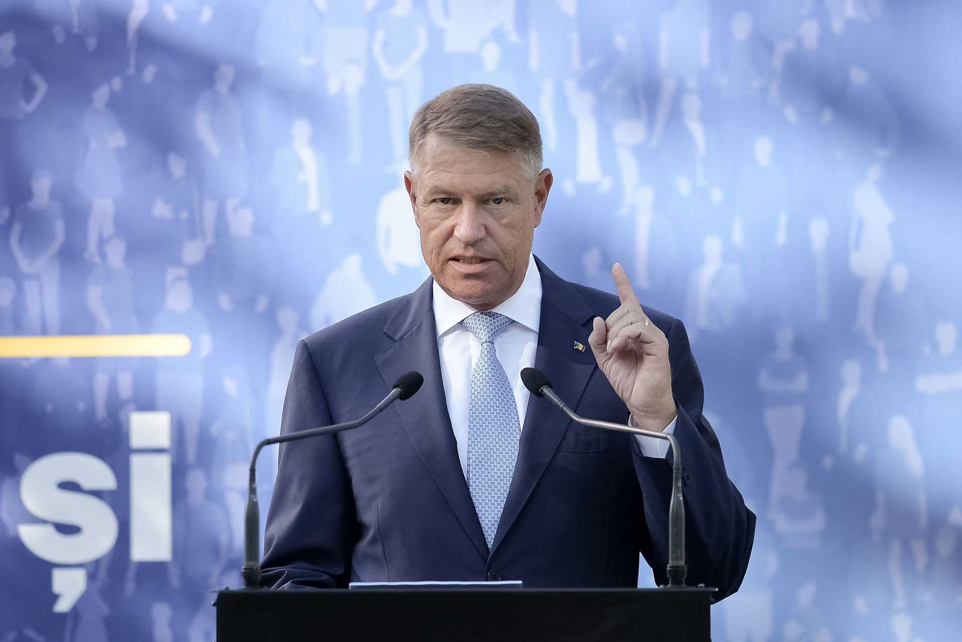 Klaus Iohannis a atacat la CCR legea care dă rectorilor mandat pe viață