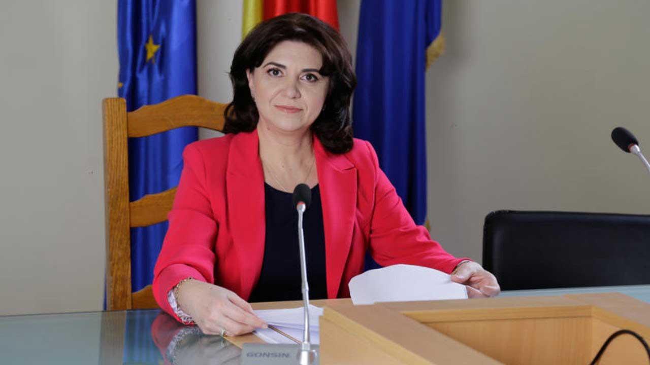 """Monica Anisie, la un an de ministeriat: """"Obiectivele pe care mi le-am au vizat crearea premiselor de implementare a proiectului «România Educată»"""""""