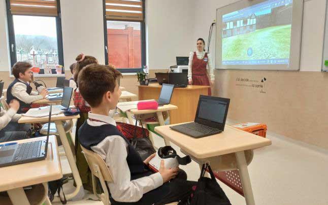 Grecia: școala se întoarce în online