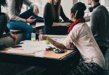 Întâlnirile cu familia și prietenii, revenirea la normalitate dorită cel mai mult de tineri