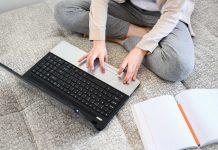 Școala online, într-o Românie prinsă mereu pe picior greșit