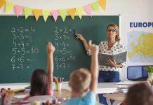 Învățătorii și profesorii din România vor fi plătiți în funcție de performanță?