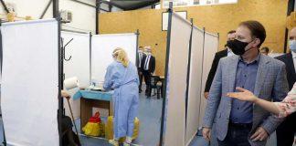 Prim-ministrul, la centrul de vaccinare și la puțin fotbal la Liceul Teologic din Satu Mare