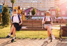 Școala românească, între online și offline